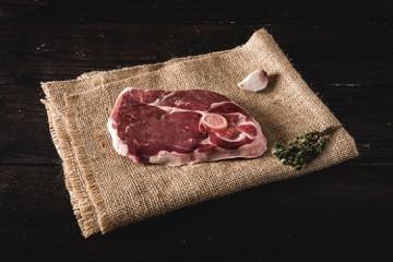 Steak aus der Lammkeule